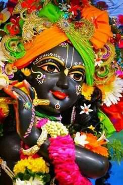 Natvar Naagar Nanda Bhajo Re Man Govinda Lyrics